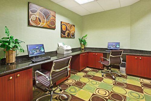 Photo 2 - Holiday Inn Express Hotel & Suites Duncan Greenville Spartanburg