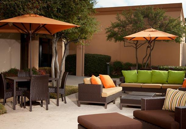 Photo 3 - Courtyard by Marriott Dallas Central Expressway