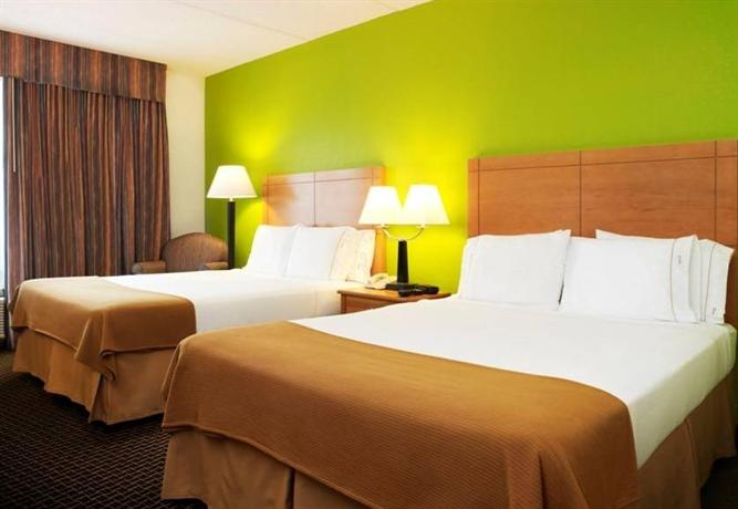 Photo 3 - Holiday Inn Express Hotel & Suites McAllen (Airport/La Plaza Mall)