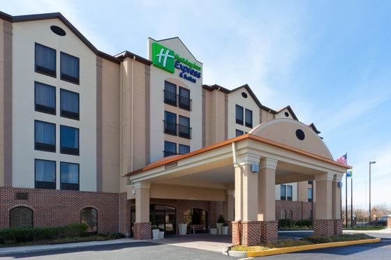 Photo 2 - Holiday Inn Express Dover
