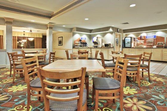 Photo 1 - Holiday Inn Express Hotel & Suites University Wilmington (North Carolina)