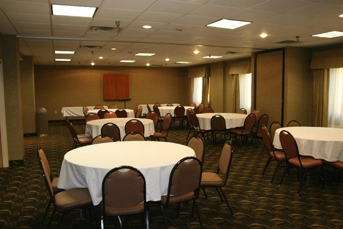 Photo 3 - Holiday Inn Express Hotel & Suites Birmingham Irondale