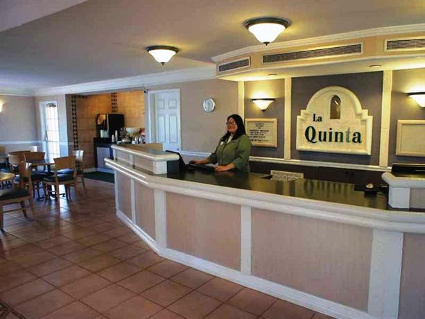 Photo 2 - La Quinta Inn Phoenix Thomas Road