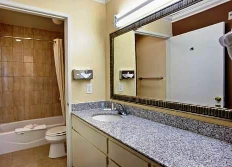 Photo 2 - Comfort Inn & Suites Gardena