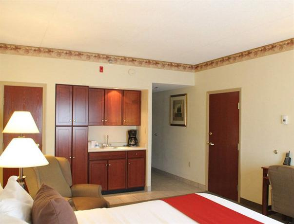 Photo 1 - Airport & Expo La Quinta Inn & Suites