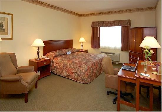 Photo 3 - Airport & Expo La Quinta Inn & Suites