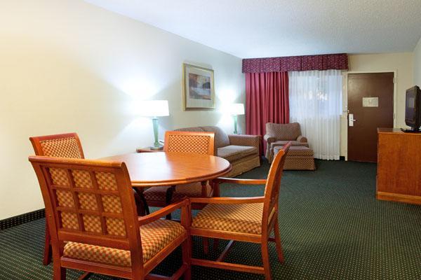 Photo 1 - Holiday Inn Lafayette US 167
