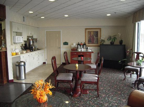 Photo 2 - Cocca's Inns & Suites Albany Airport