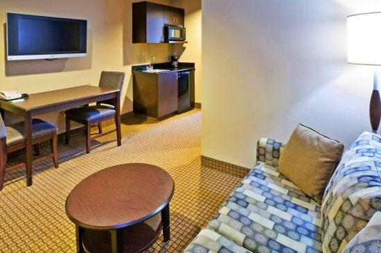 Photo 3 - Holiday Inn Hotel & Suites Denton University Area