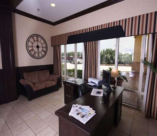 Photo 3 - Baymont Inn and Suites New Orleans