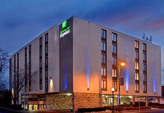 Photo 1 - Holiday Inn Express Kansas City - Westport Plaza