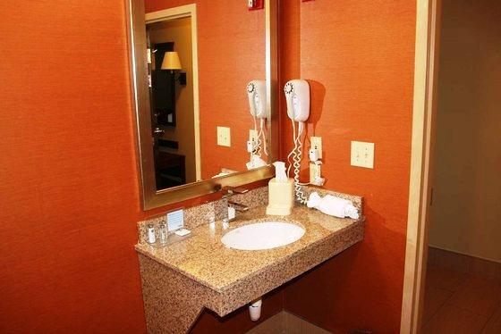 Photo 3 - Hampton Inn Cincinnati Airport-North