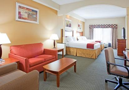 Photo 2 - Holiday Inn Express Fayetteville - Ft. Bragg