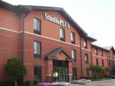 Photo 1 - Studio Plus - Arlington