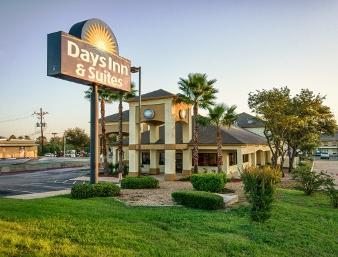Photo 3 - Days Inn and Suites Huntsville (Texas)