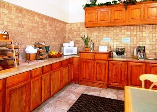Photo 2 - Econo Lodge Inn & Suites Arlington (Texas)
