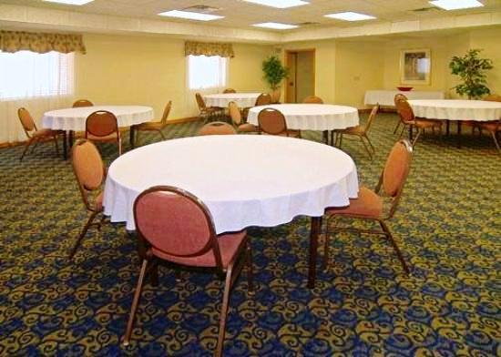 Photo 3 - Econo Lodge Inn & Suites Arlington (Texas)