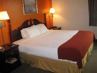 Photo 3 - Pasadena Inn Hotel & Suites (Texas)