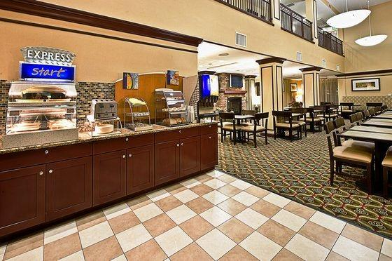 Photo 2 - Holiday Inn Express Hotel & Suites Phoenix-Glendale