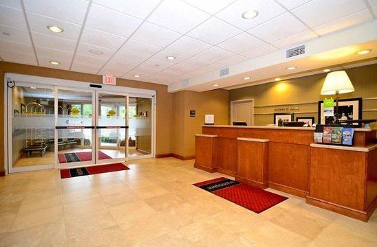 Photo 1 - Hampton Inn Dover (New Hampshire)