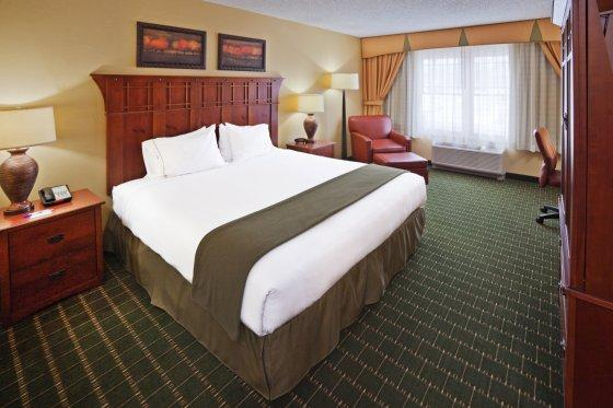 Photo 1 - Holiday Inn Express Hotel & Suites Springfield