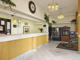 Photo 1 - Howard Johnson Inn & Suites Clearwater (Florida)