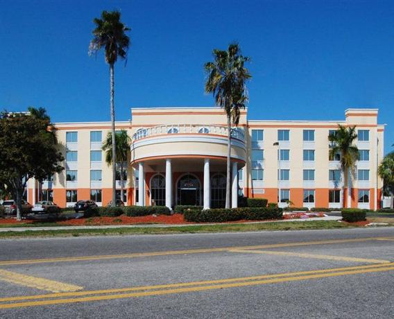 Photo 3 - BEST WESTERN PLUS Fort Myers Inn & Suites