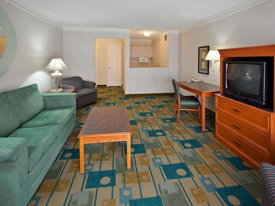 Photo 1 - La Quinta Inn & Suites Redding