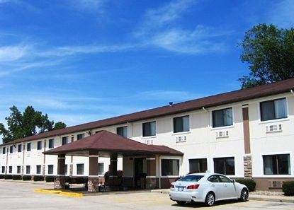 Photo 1 - Forsyth Comfort Inn