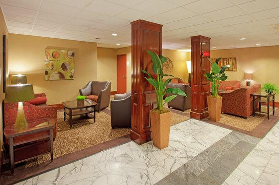 Photo 2 - Holiday Inn Portsmouth (New Hampshire)