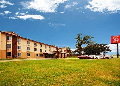 Photo 1 - Econo Lodge Inn & Suites Des Moines
