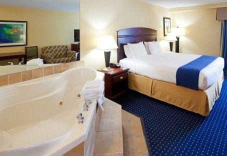 Photo 1 - Holiday Inn Express Hotel & Suites Annapolis