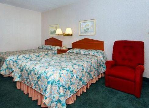 Photo 1 - Econo Lodge Holland (Ohio)