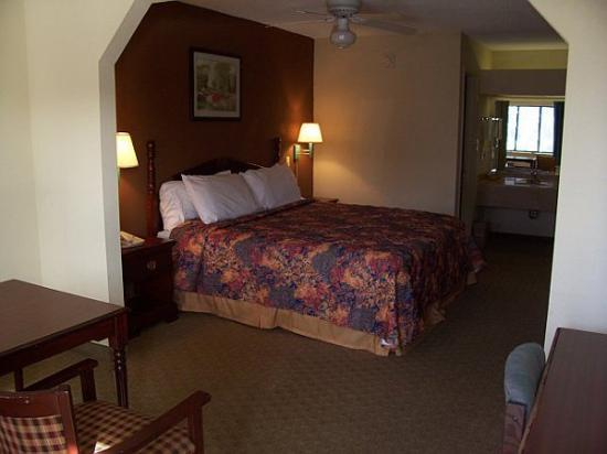 Photo 2 - Executive Inn Pensacola