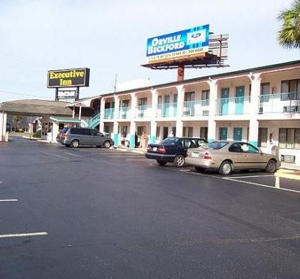 Photo 3 - Executive Inn Pensacola