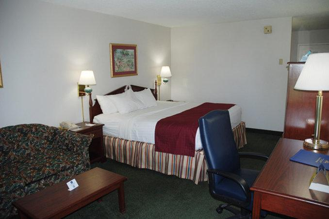 Photo 2 - Best Western Holiday Plaza