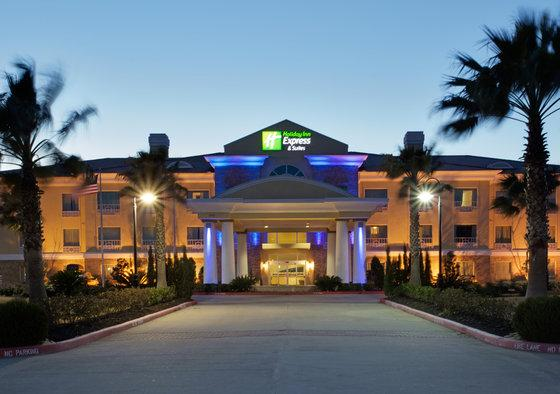 Photo 1 - Holiday Inn Express Pearland