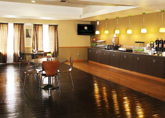 Photo 1 - La Quinta Inn Suites Paris