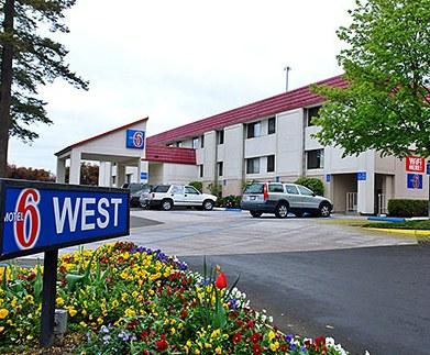 Photo 1 - Motel 6 Portland - Tigard West