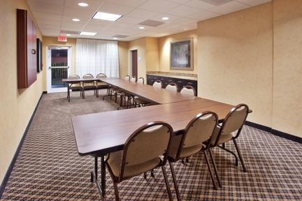 Photo 1 - Holiday Inn Express Hotel & Suites Savannah-Midtown