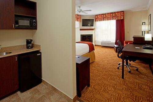 Photo 3 - Holiday Inn Express Hotel & Suites Katy