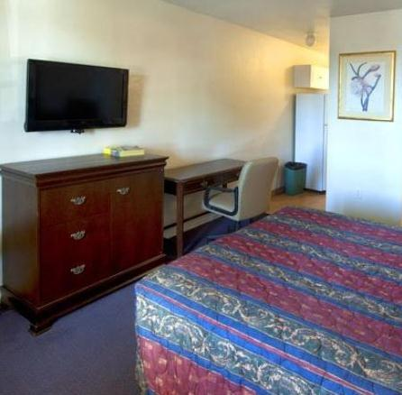 Photo 3 - American Executive Inn