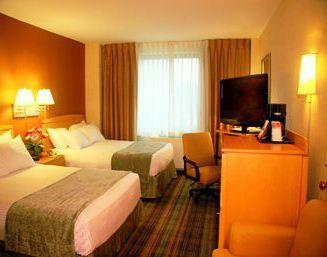 Photo 3 - Ramada Inn Bayside New York City