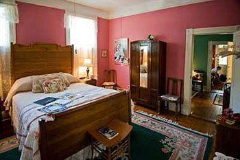 Photo 2 - Brackenridge House Bed & Breakfast San Antonio