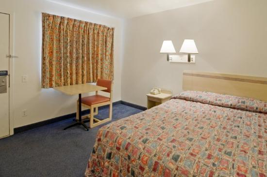 Photo 2 - Americas Best Value Inn Sharonville Cincinnati
