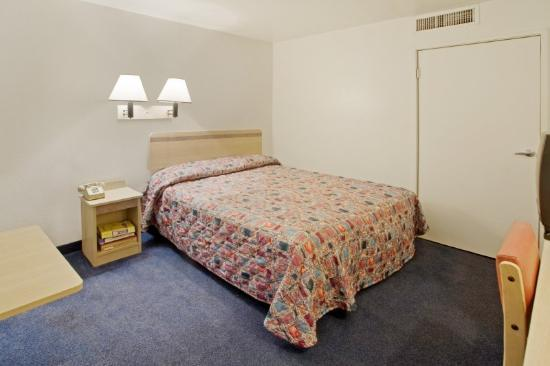 Photo 3 - Americas Best Value Inn Sharonville Cincinnati