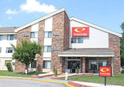 Photo 1 - Econo Lodge North Kansas City