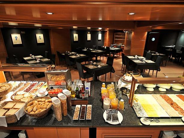 Photo 3 - Barcelona Universal Hotel