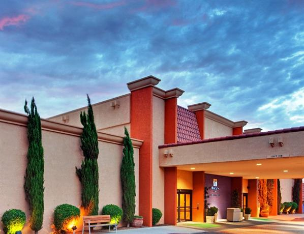 Photo 3 - Holiday Inn and Suites Tucson Airport North