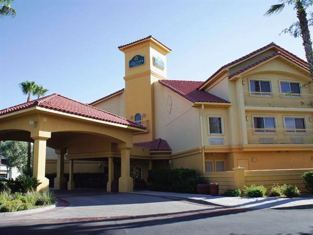 Photo 2 - La Quinta Inn & Suites Tucson Airport